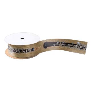Oboe en el efecto de madera lazo de raso