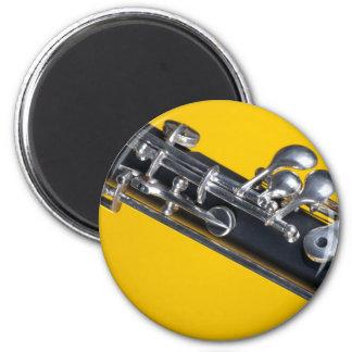 Oboe en fondo amarillo imán redondo 5 cm