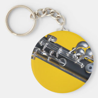 Oboe en fondo amarillo llavero redondo tipo pin