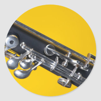 Oboe en fondo amarillo pegatina redonda