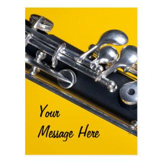 Oboe en fondo amarillo postal