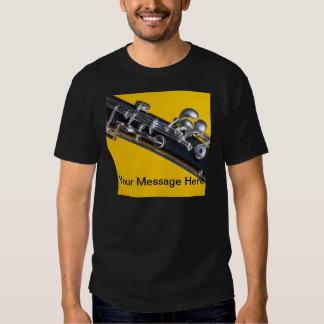 Oboe en fondo amarillo remeras