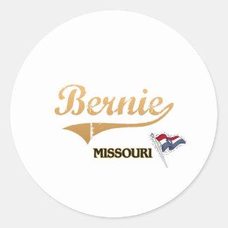 Obra clásica de la ciudad de Bernie Missouri Pegatina Redonda