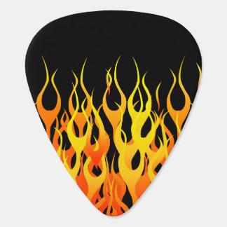 Obra clásica que compite con las llamas en el fueg plumilla de guitarra