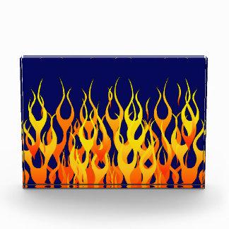 Obra clásica vibrante que compite con las llamas