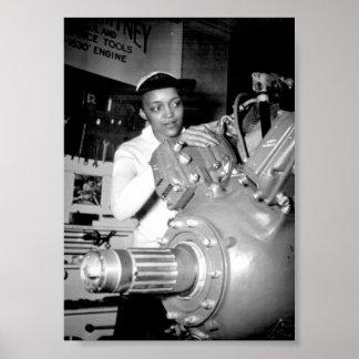 Obrero de la mujer con el motor de avión póster