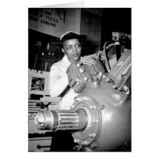 Obrero de la mujer con el motor de avión tarjeta de felicitación