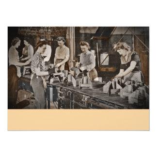 """Obreros 1945 de las municiones de la asamblea invitación 5.5"""" x 7.5"""""""