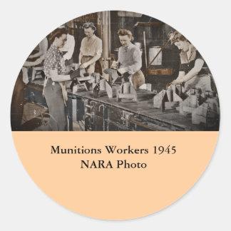 Obreros 1945 de las municiones de la asamblea pegatina redonda