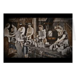 Obreros 1945 de las municiones de la asamblea tarjeta de felicitación
