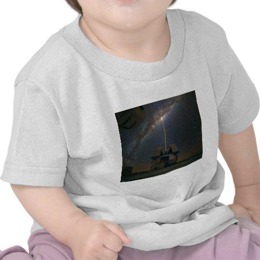 Observación de la vía láctea usando la estrella de camisetas