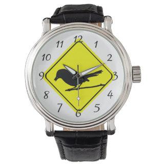 Observación de pájaros del amor de la señal de reloj de mano