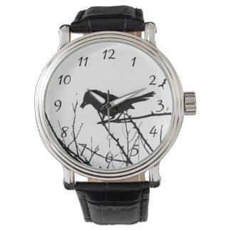 Observación de pájaros del amor de la silueta del reloj de mano