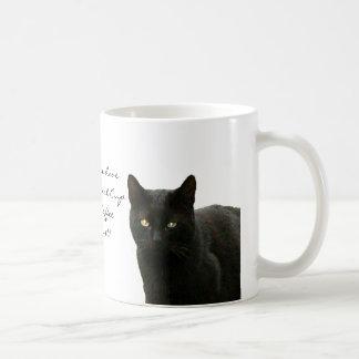 Observación del gato negro taza