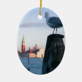 Observación para los gondalas en Venecia Adorno Navideño Ovalado De Cerámica