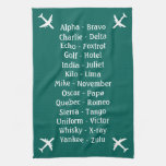 Observador de tiro plano del alfabeto fonético de toallas de cocina