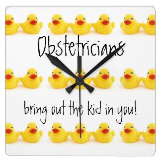 Obstétricos y patos de goma amarillos reloj cuadrado