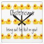Obstétricos y patos de goma amarillos relojes