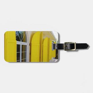 Obturadores amarillos etiquetas maleta