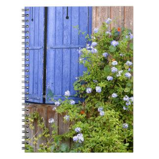 Obturadores y flores azules spiral notebook