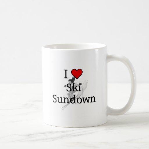 Ocaso del esquí del amor taza de café