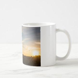 Ocaso en la marisma taza de café