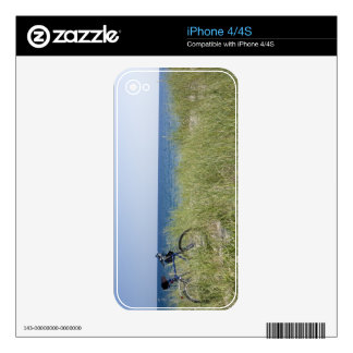 Ocean and horizon with clear blue sky iPhone 4S skins