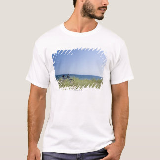 Ocean and horizon with clear blue sky T-Shirt
