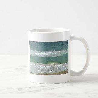 OCEAN WAVES GOLD COAST AUSTRALIA WITH ART EFFECTS COFFEE MUG