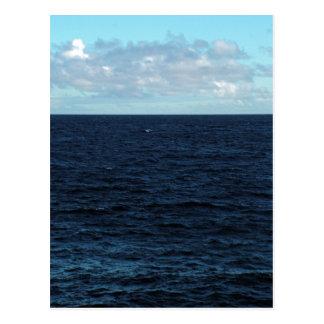 Océano azul profundo postal
