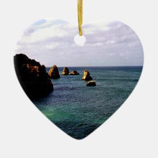 Océano divino de Portugal - trullo y azul Adorno Navideño De Cerámica En Forma De Corazón