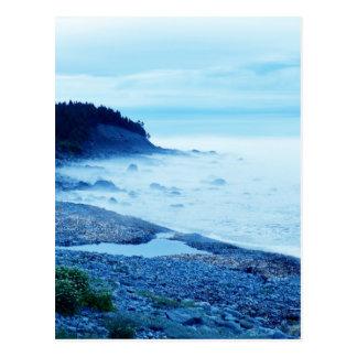 Océano en la niebla tarjeta postal