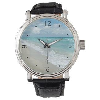 Océano extremo de la opinión de la playa de la relojes de pulsera