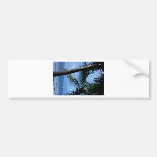 Océano, palmas, y yates etiqueta de parachoque