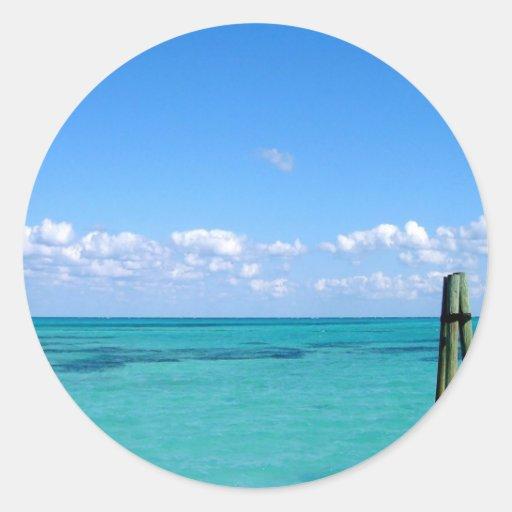 Océano tranquilo del agua pegatina redonda