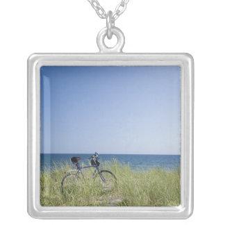 Océano y horizonte con el cielo azul claro joyerias personalizadas