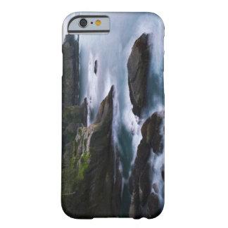 Océano y orilla rocosa de la área remota 2 funda para iPhone 6 barely there