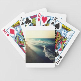 Océano y playa en la oscuridad baraja cartas de poker