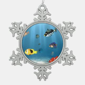 Océanos de pescados adorno de peltre en forma de copo de nieve