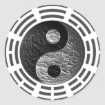 Ocho Trigrams Yin Yang grabaron en relieve el Pegatina Redonda
