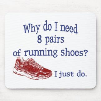 Ocho zapatillas deportivas de los pares alfombrilla de raton