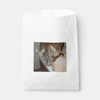 ocicat Tawny_kitten_with_cinnamon_mother Favor Bag