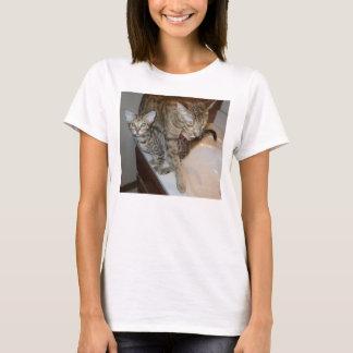 ocicat Tawny_kitten_with_cinnamon_mother T-Shirt