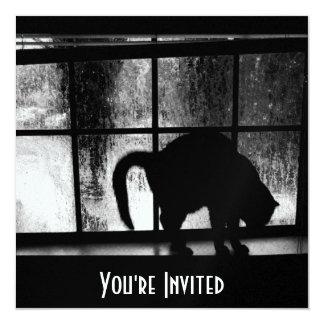 """Octubre riega la silueta del gato en la ventana 2 invitación 5.25"""" x 5.25"""""""