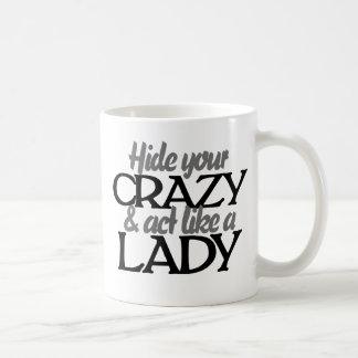 Oculte su loco y acto como una señora taza de café