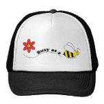 Ocupado como dibujo animado feliz de las abejas y  gorra