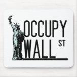 Ocupe Wall Street - estatua de la libertad Tapetes De Ratones
