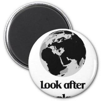 Ocúpese nuestro planeta imán redondo 5 cm