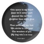 Oda del poema de la placa a los perros por el aflo plato de comida
