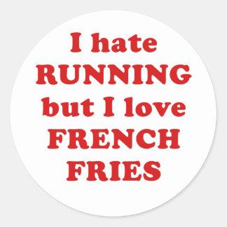 Odio correr pero amo las patatas fritas pegatina redonda
